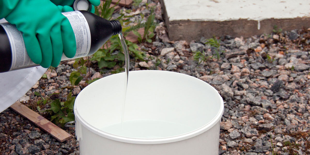 mixing mold removal solution with water